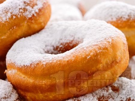 Лесни домашни понички с пудра захар - снимка на рецептата